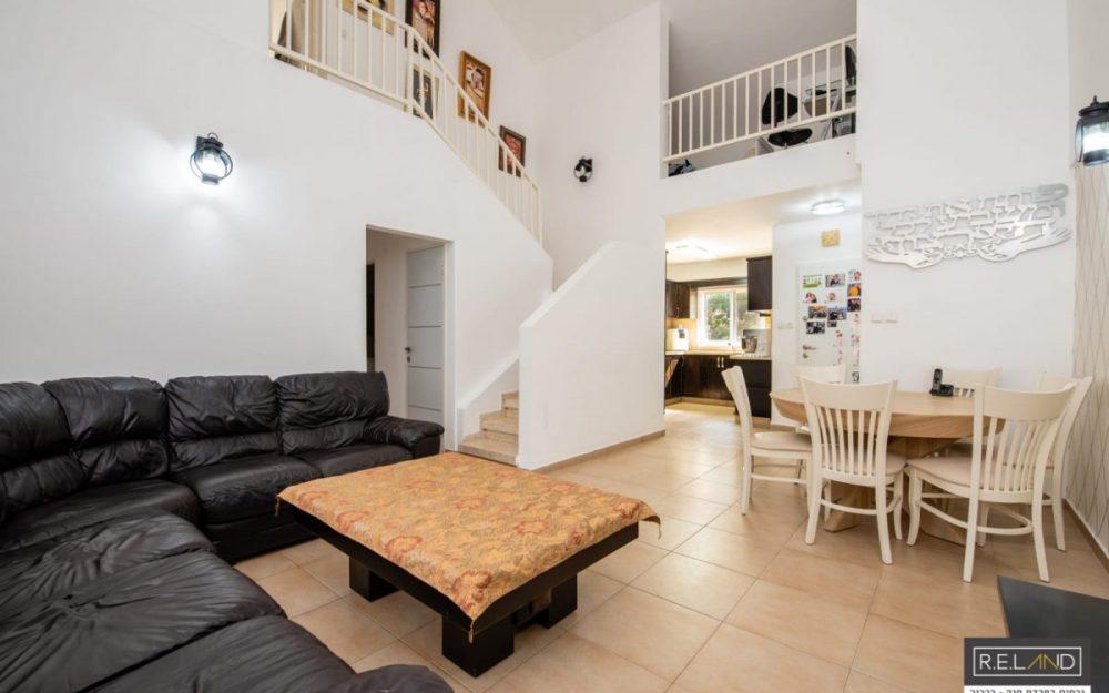 דופלקס 5 חדרים למכירה בפרדס חנהOff Market