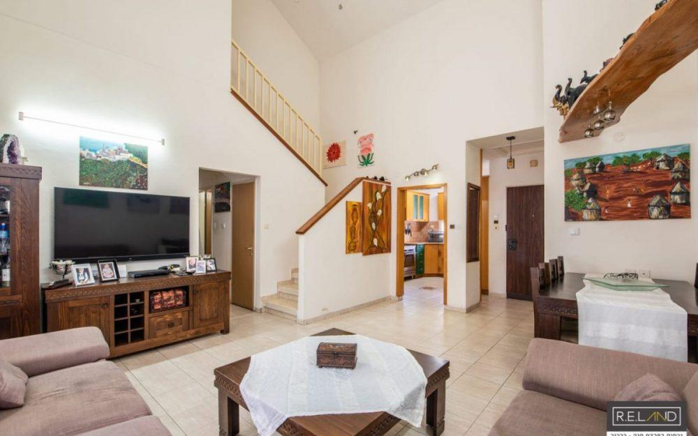 דירת דופלקס 5 חדרים למכירה בפרדס חנהחדש