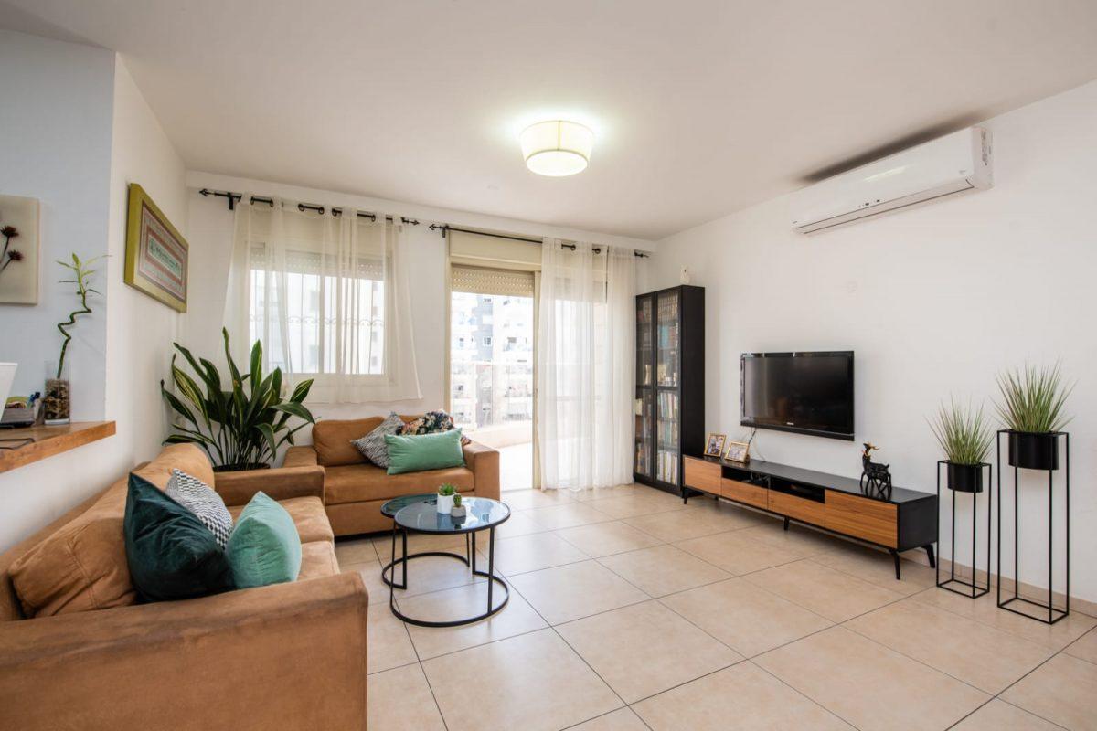 דירת 4 חדרים בגינת אגוז…למכירה!חדש
