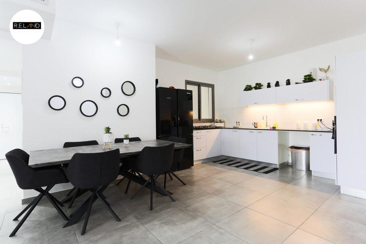 """דירת 5 חדרים, למכירה בשכונת """"שרונה"""" כפר יונה.חדש"""