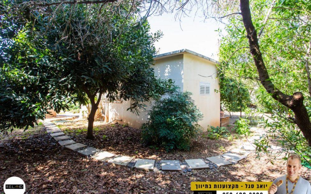בית קטן על מגרש גדול למכירה!!!חדש