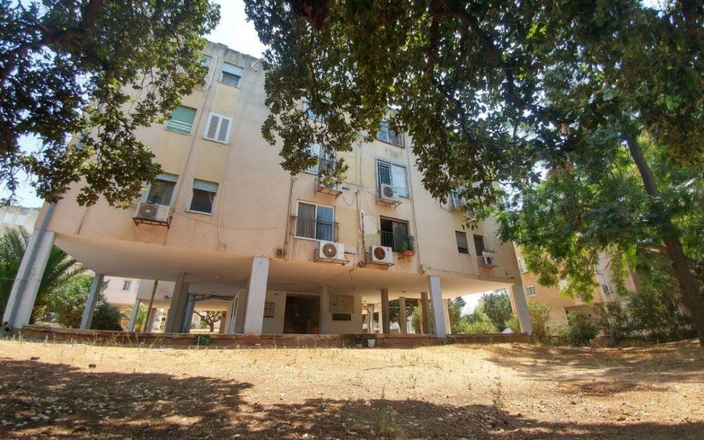דירת 4 חדרים משופצת למכירה!!!בפרדס חנהחדש