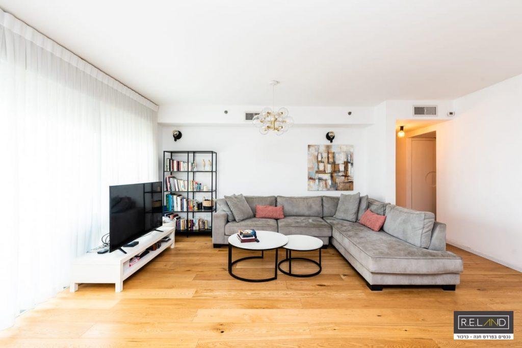 דירת 5 חדרים למכירה בפרדס חנה!!!חדש
